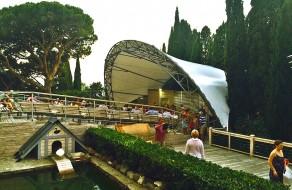 Летние кинотеатры, эстрады и другие зрелищные сооружения