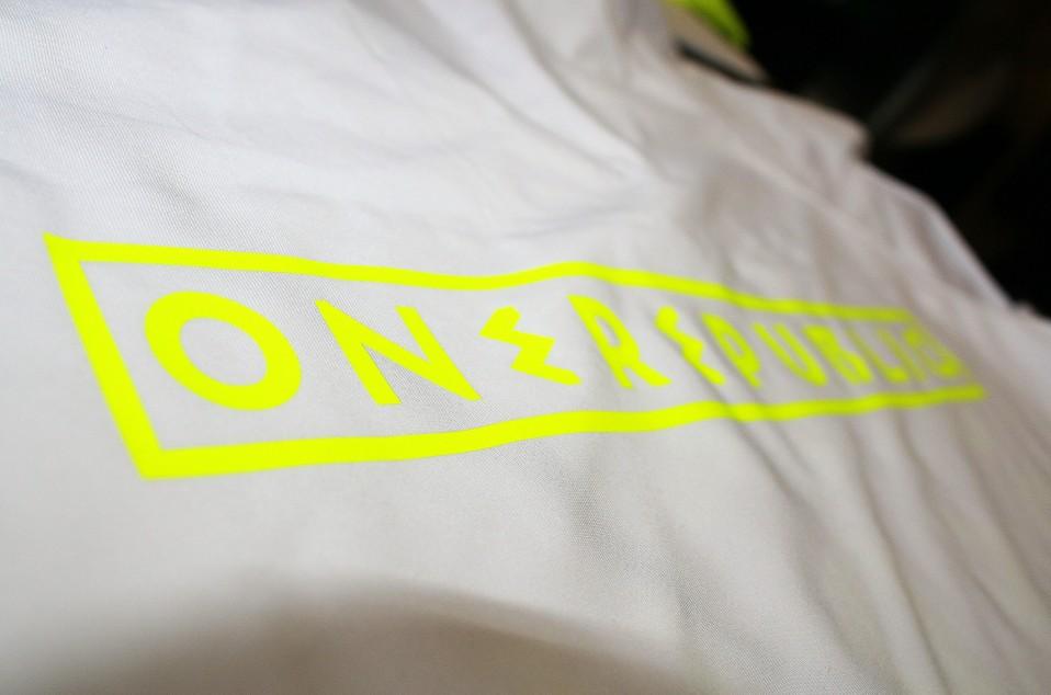 Футболка ONEREPUBLIC белая вид со спины2