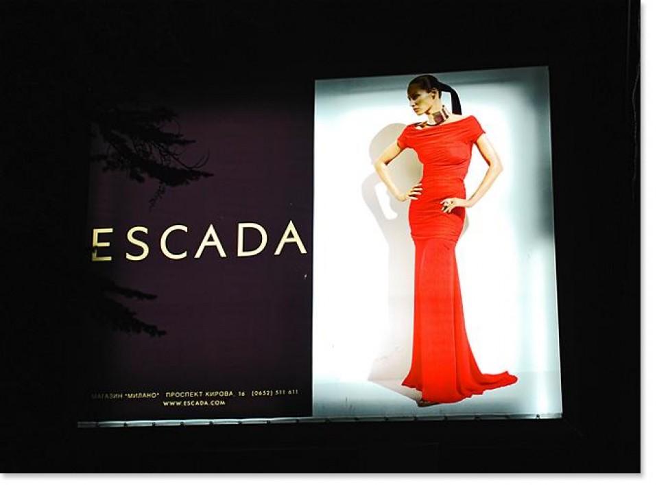 Печать рекламного борда ESCADA
